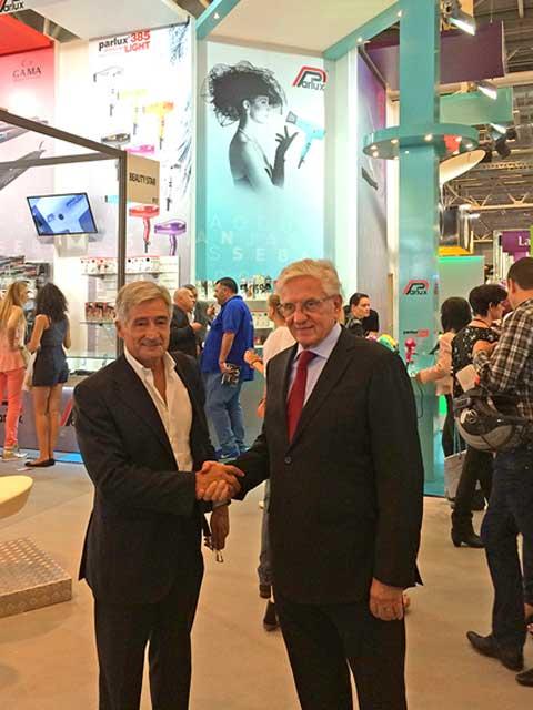 Da SN, Paolo Parodi, A.U. Parlux, con il distributore M. Chabert