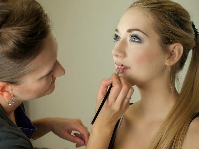 makeup-487063_640