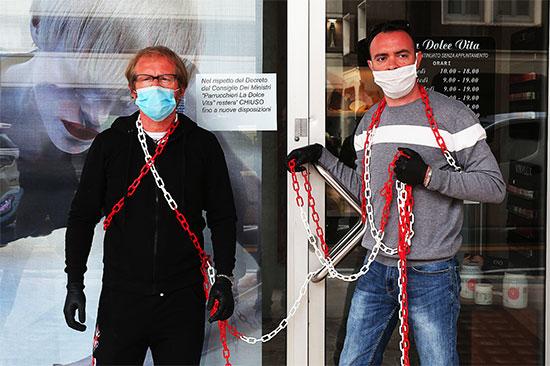 Parrucchieri La Dolce Vita Padova protestano contro il governo