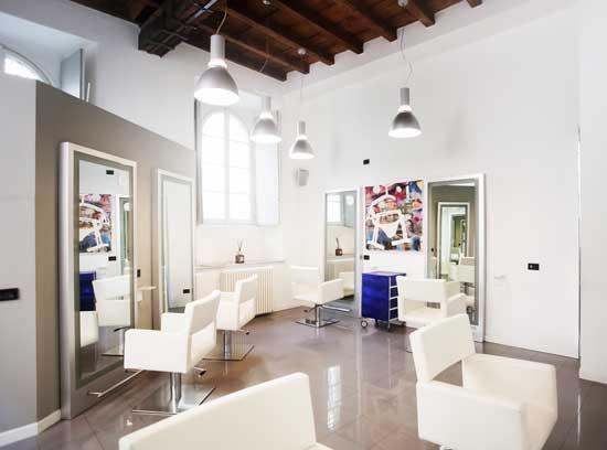 ANGELA POZZUOLI ❤️ è stata selezionata per la pubblicazione sulla TOP HAIRSTYLISTS – Guida ai migliori parrucchieri d'Italia 2021